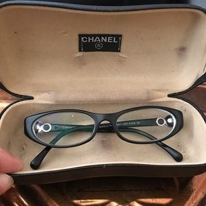 Chanel Glasses 👓 with lenses and box- Uses
